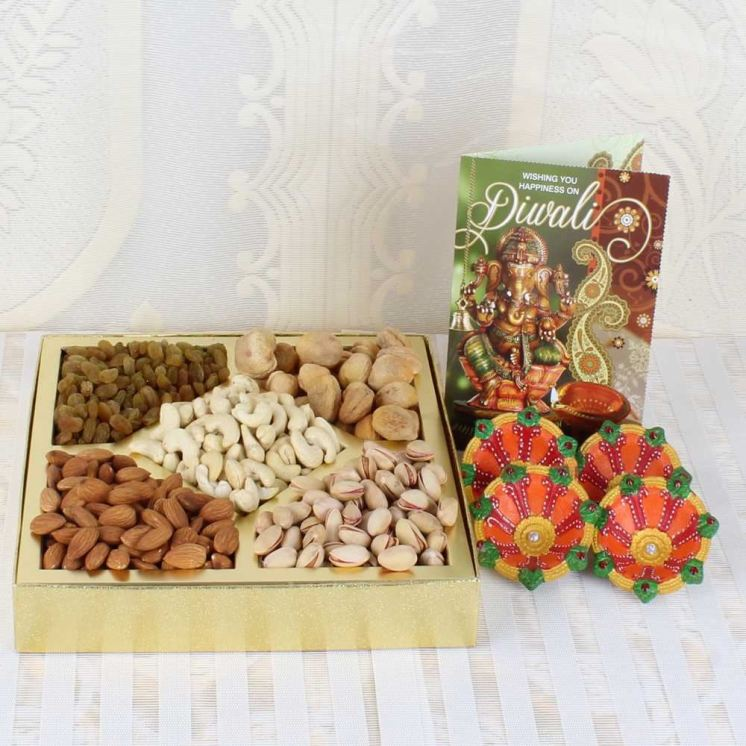 0008528_one-kg-assorted-dry-fruit-box-with-earthen-diyas-and-diwali-card