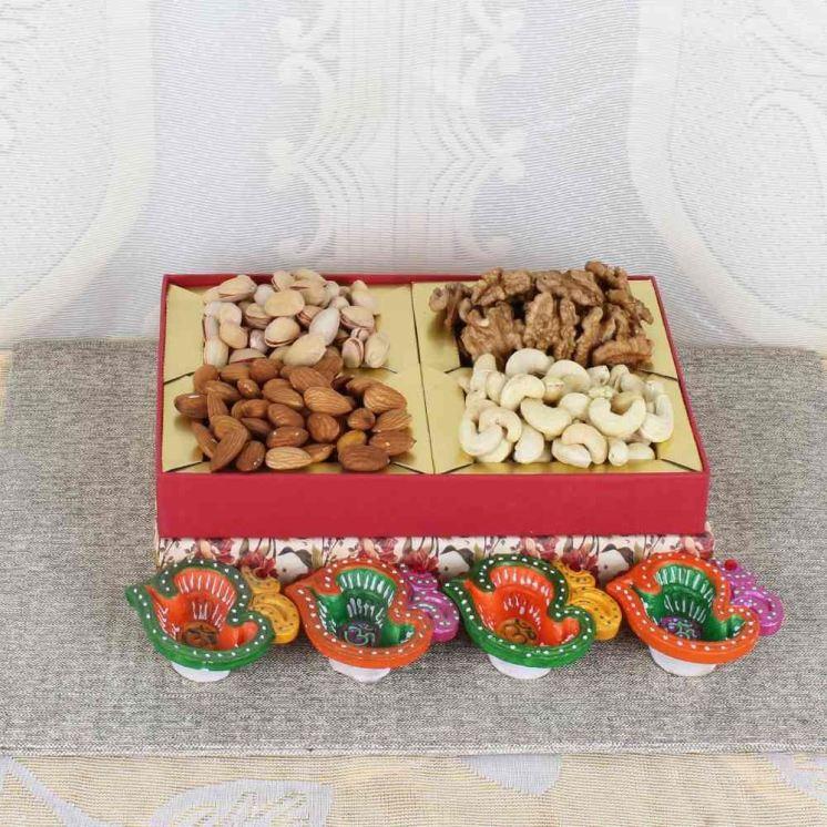 0008532_diwali-dry-fruit-box-with-earthen-diyas